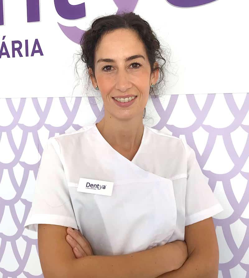 Doutora Mariana Oliveira, médica dentista da Dentya